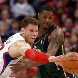 Los Angeles Clippers' forward Blake Griffin, left, battles for a loose ball Utah Jazz's forward Derrick Favors during the first half of a NBA basketball game in Los Angeles, Saturday, March 31, 2012.  (AP Photo/Ringo H.W. Chiu)