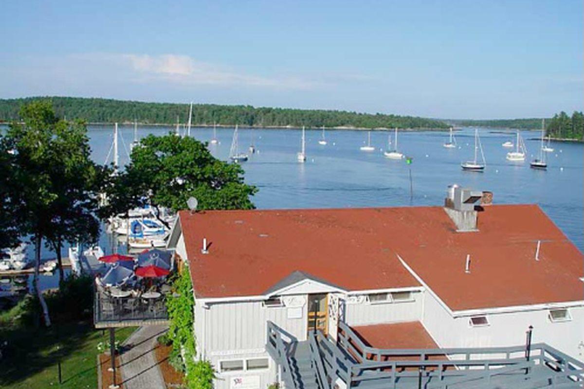"<a href=""http://robinhoodmarinecenter.com/osprey-restaurant"">Robinhood Marine Center</a>"
