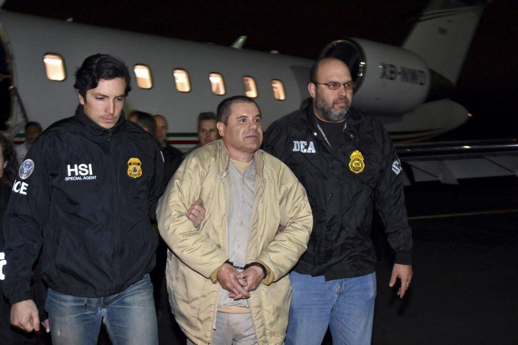 """Authorities escort Joaquin """"El Chapo"""" Guzman Loera from a plane in New York in 2017."""