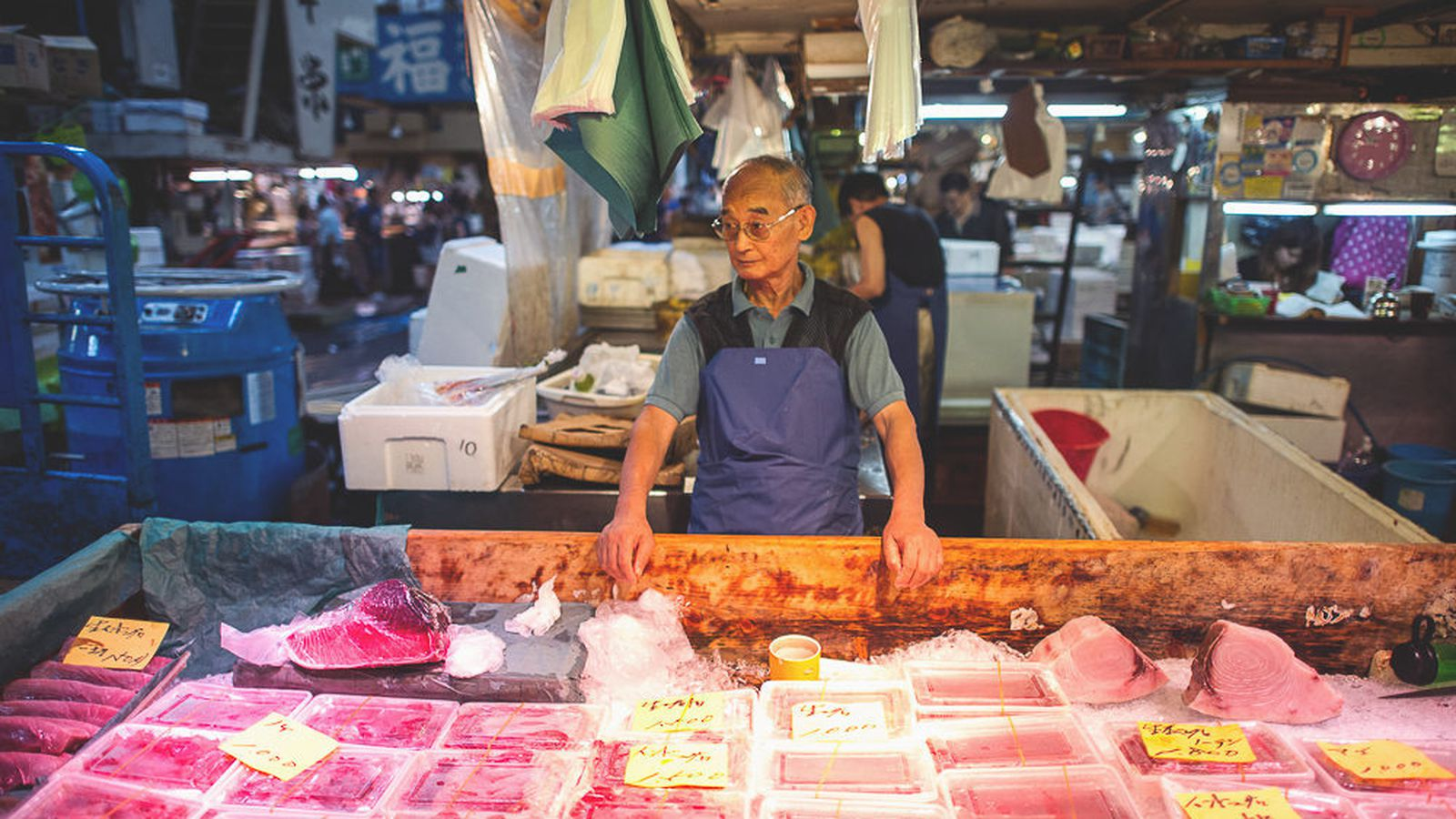 Tsukiji fish market in tokyo wednesday at 9 am eater for Wholesale fish market los angeles