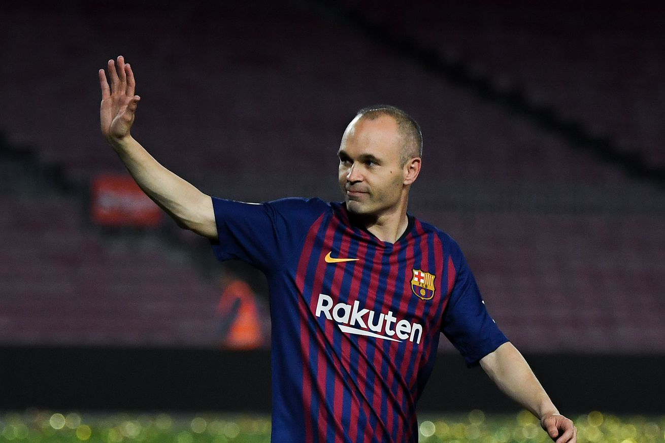 Iniesta catches up with Messi & Suarez on return to Barca