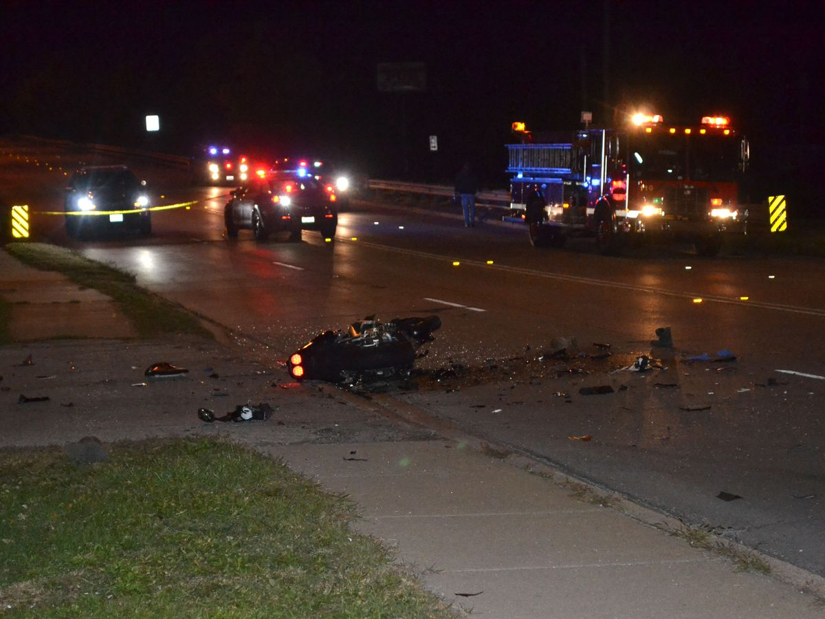 Police investigate a crash about 1:30 a.m. Thursday, October 18, 2018 in the 14000 block of South Torrence Avenue. in Burham. | Justin Jackson/ Sun-Times