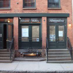 Almondine Bakery, still closed.