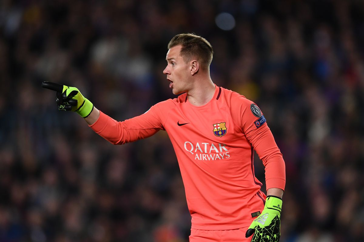 Ter Stegen renews contract with Barcelona