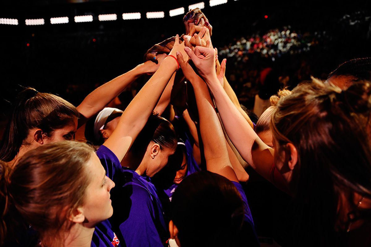"""Donate Mercury tickets to help kids from the United Way, Special Olympics and a host of other community groups experience a Mercury game.via <a href=""""http://www.pshizzy.com/files/WNBA-PHX-SAN-060609/images/022.jpg"""">Max Simbron</a>"""