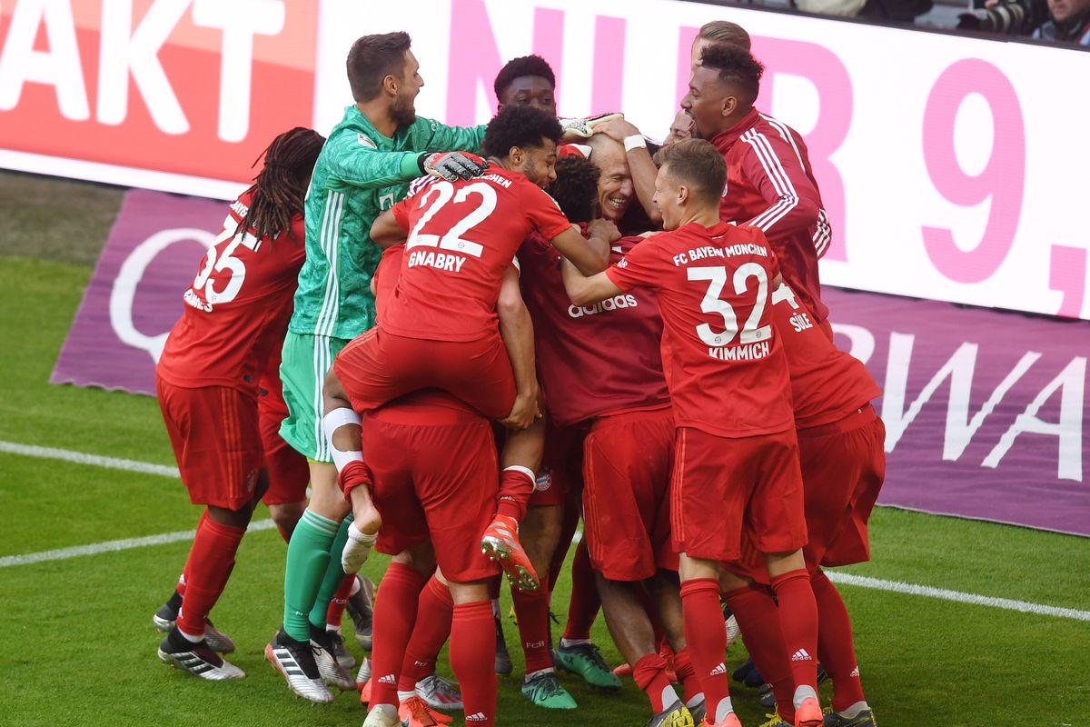 Bayern Munich's team members celebrate after the goal of Bayern Munich's Dutch midfielder Arjen Robben during the German First division Bundesliga football match FC Bayern Munich v Eintracht Frankfurt in Munich, southern Germany, on May 18, 2019.