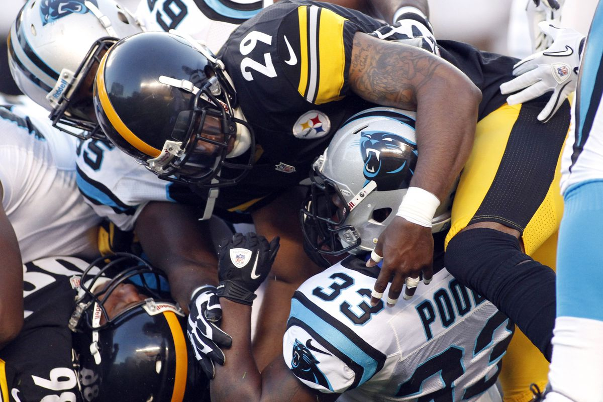 Ryan Mundy makes a tackle during a 2012 game against the Carolina Panthers