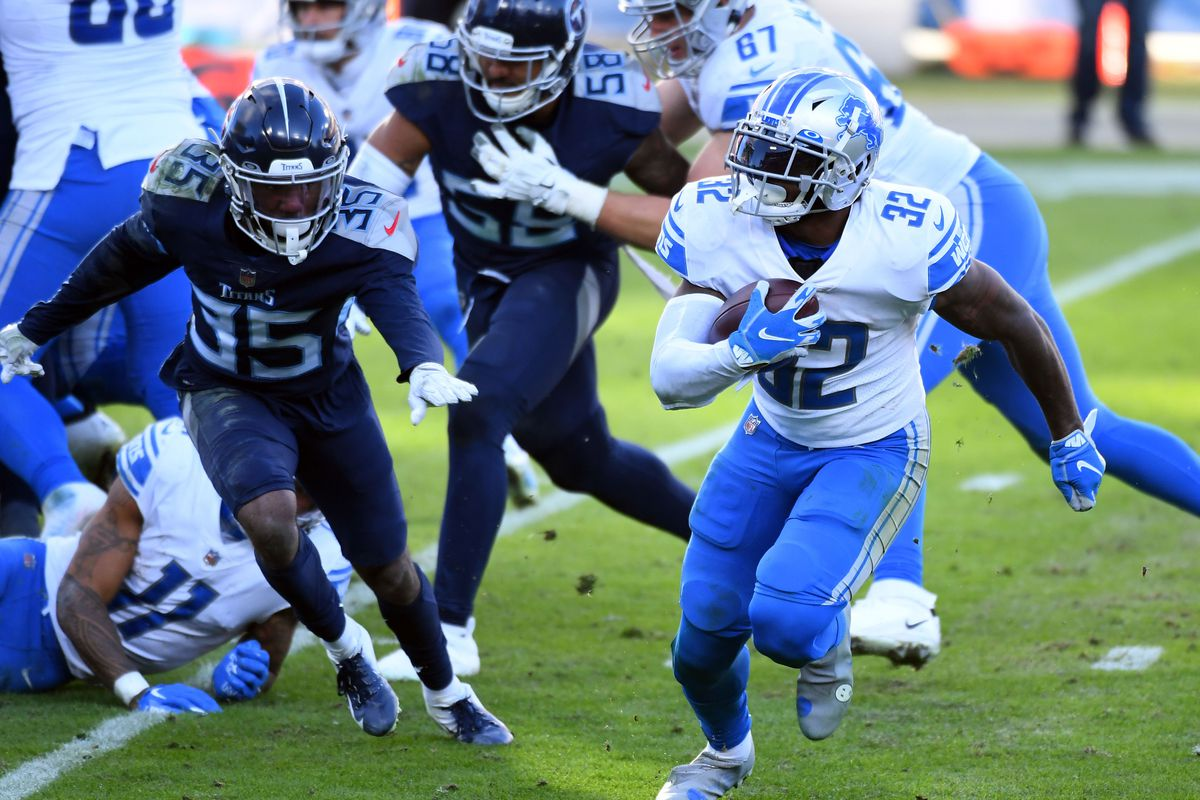 Detroit Lions running back D'Andre Swift (32) runs for a short gain during the second half against the Tennessee Titans at Nissan Stadium.