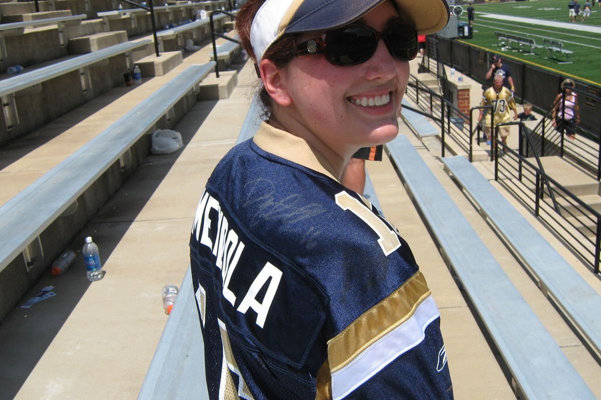 One lucky fan got Danny Amendola's autograph at yesterday's scrimmage. (Thanks to RamBuck, aka @lannyosu for the photo).