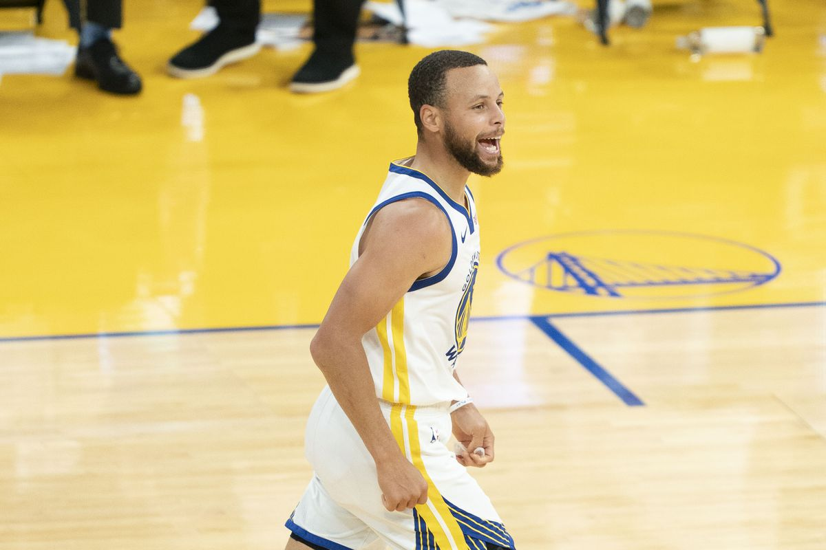 Golden State Warriors guard Stephen Curry celebrates against the Memphis Grizzlies during the fourth quarter at Chase Center.