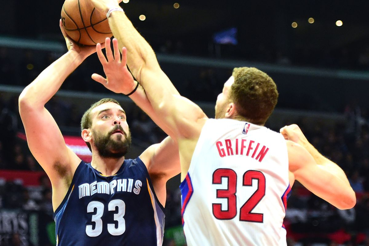 LOS ANGELES, CA - NOVEMBER 16:  Marc Gasol #33 of the Memphis Grizzlies shoots a turnaround jumper over Blake Griffin #32 of the LA Clippers during the first half at Staples Center on November 16, 2016 in Los Angeles, California.   NOTE TO USER: User expressly acknowledges and agrees that, by downloading and or using this photograph, User is consenting to the terms and conditions of the Getty Images License Agreement.  (Photo by Harry How/Getty Images)