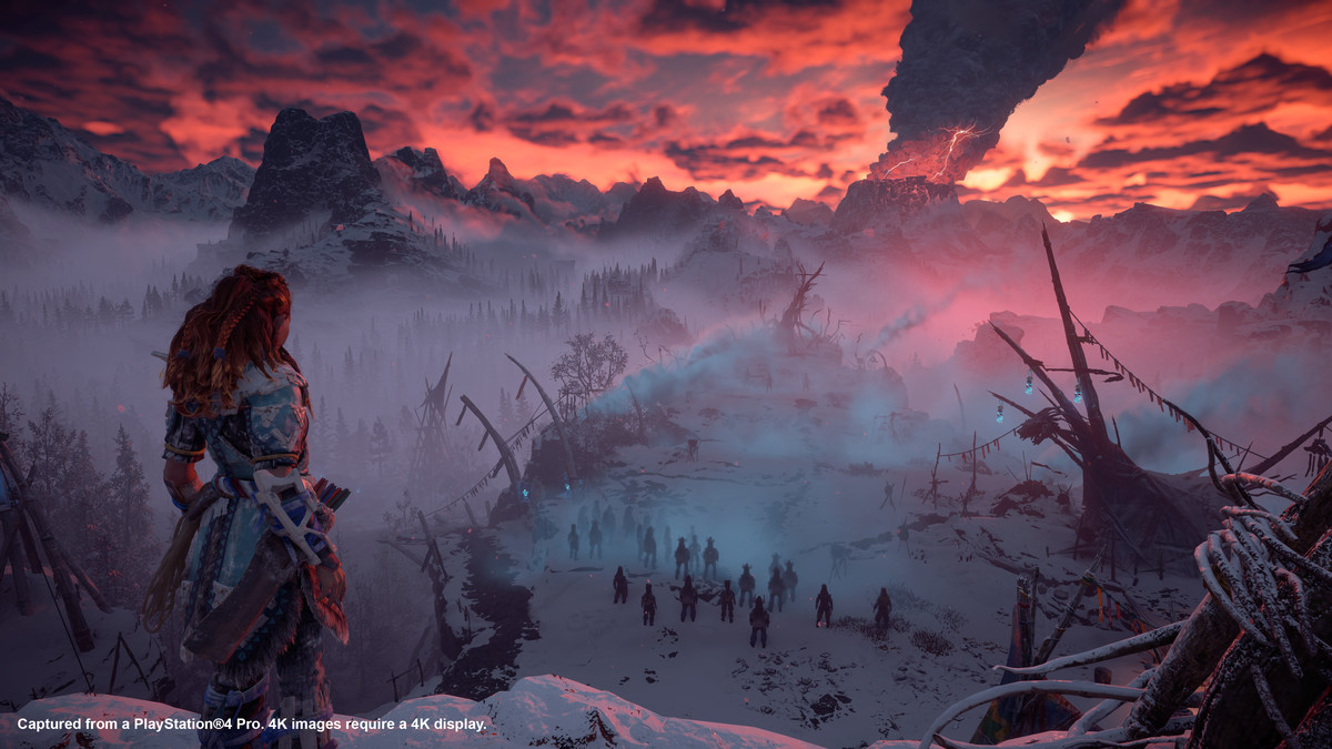 Horizon Zero Dawn: The Frozen Wilds - Aloy looks at a troubling plume of smoke in the distance