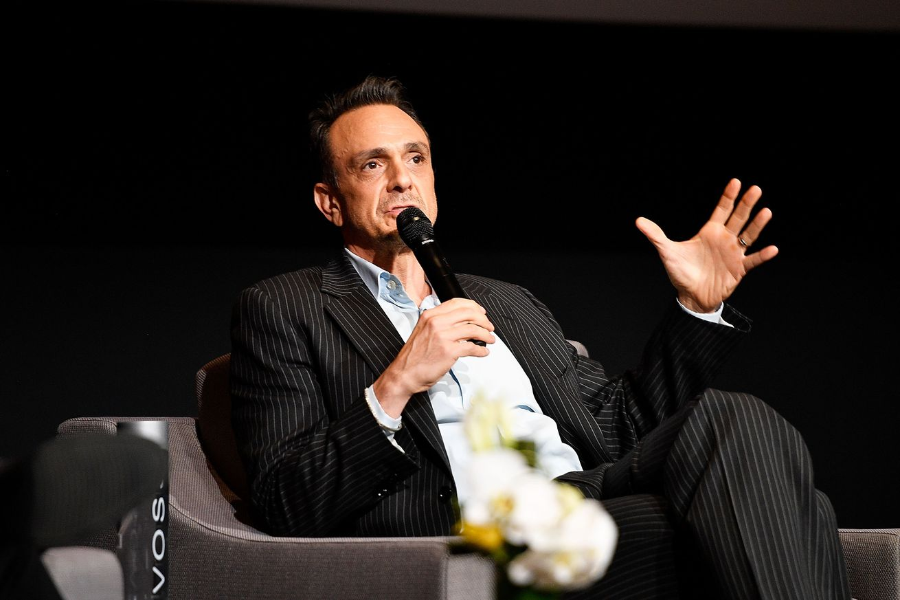 hank azaria says the simpsons writers are really thinking about the problem with apu