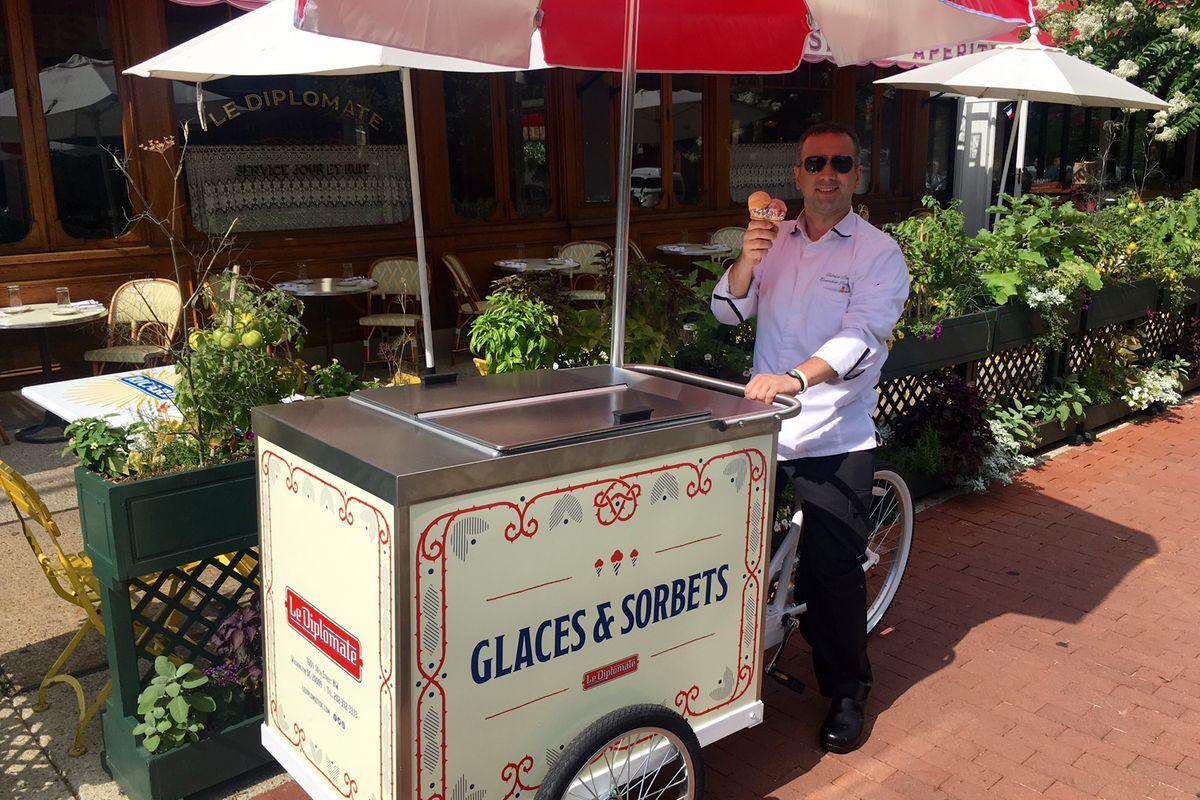 Le Diplomate's dessert cart