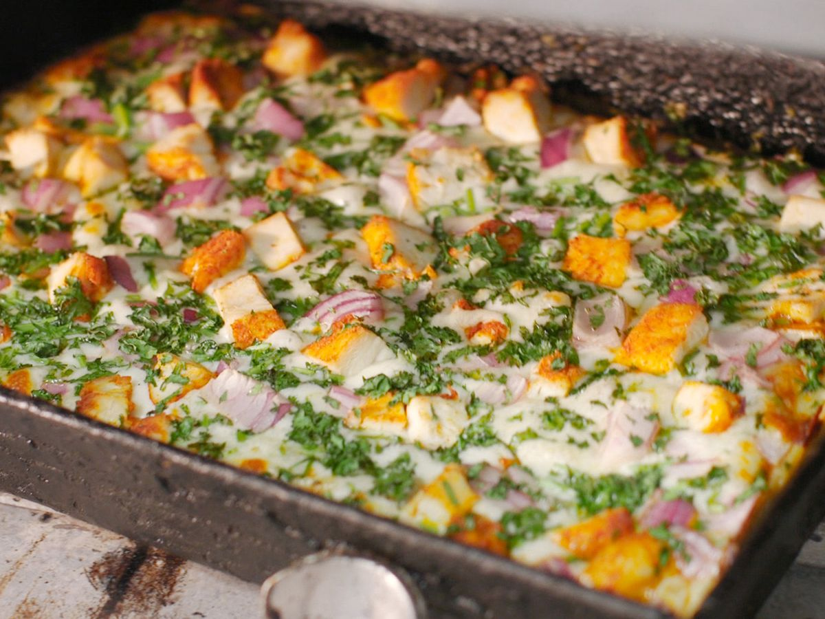 tandoori chicken pizza in a square pan detroit-style pan