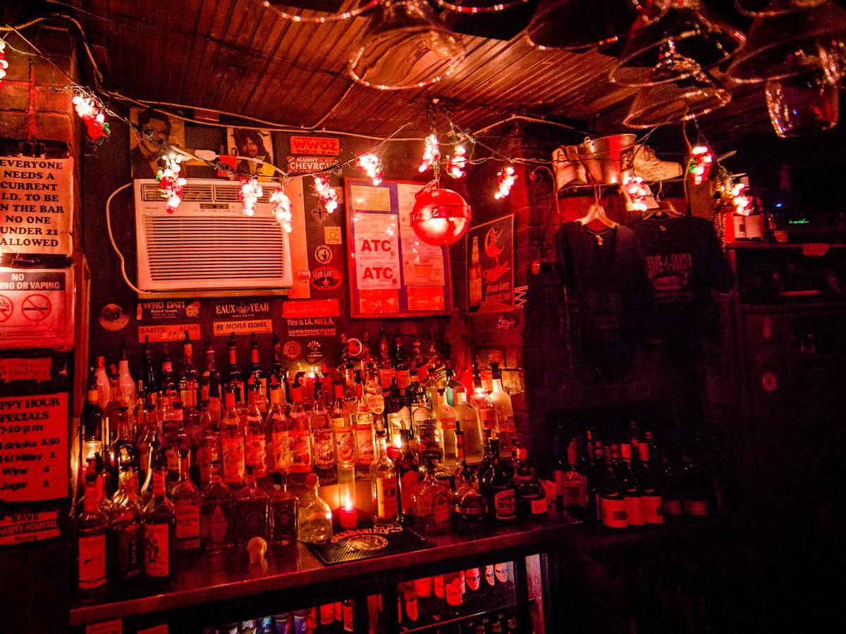 Snake & Jake's Christmas Club Lounge, Friday 1 a.m.