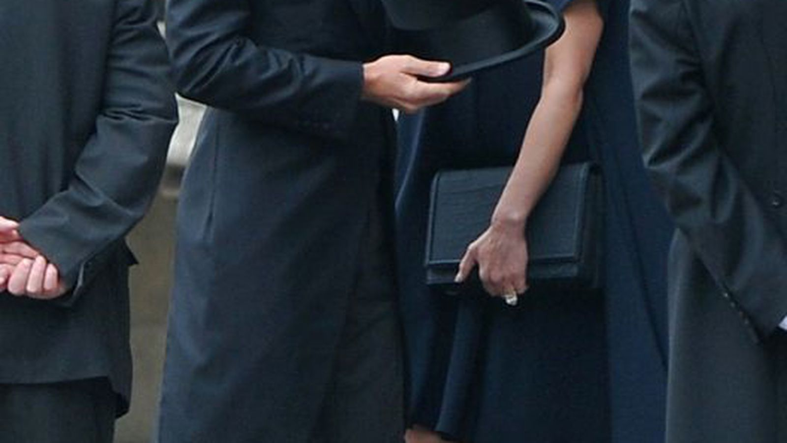 Victoria Beckham Ordered by Doctors to Wear Flats—at ...