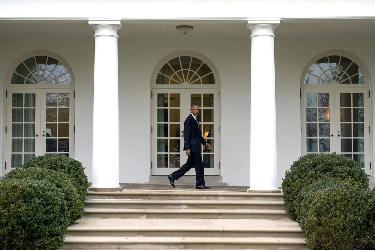WASHINGTON, DC - JANUARY 20:  U.S. President Barack Obama walks on the colonnade after leaving the Oval Office for the last time as President, in Washington, D.C. on January 20, 2017. Later today President-Elect Donald Trump will be sworn-in as the 45th President. (Photo by Kevin Dietsch-Pool/Getty Images)