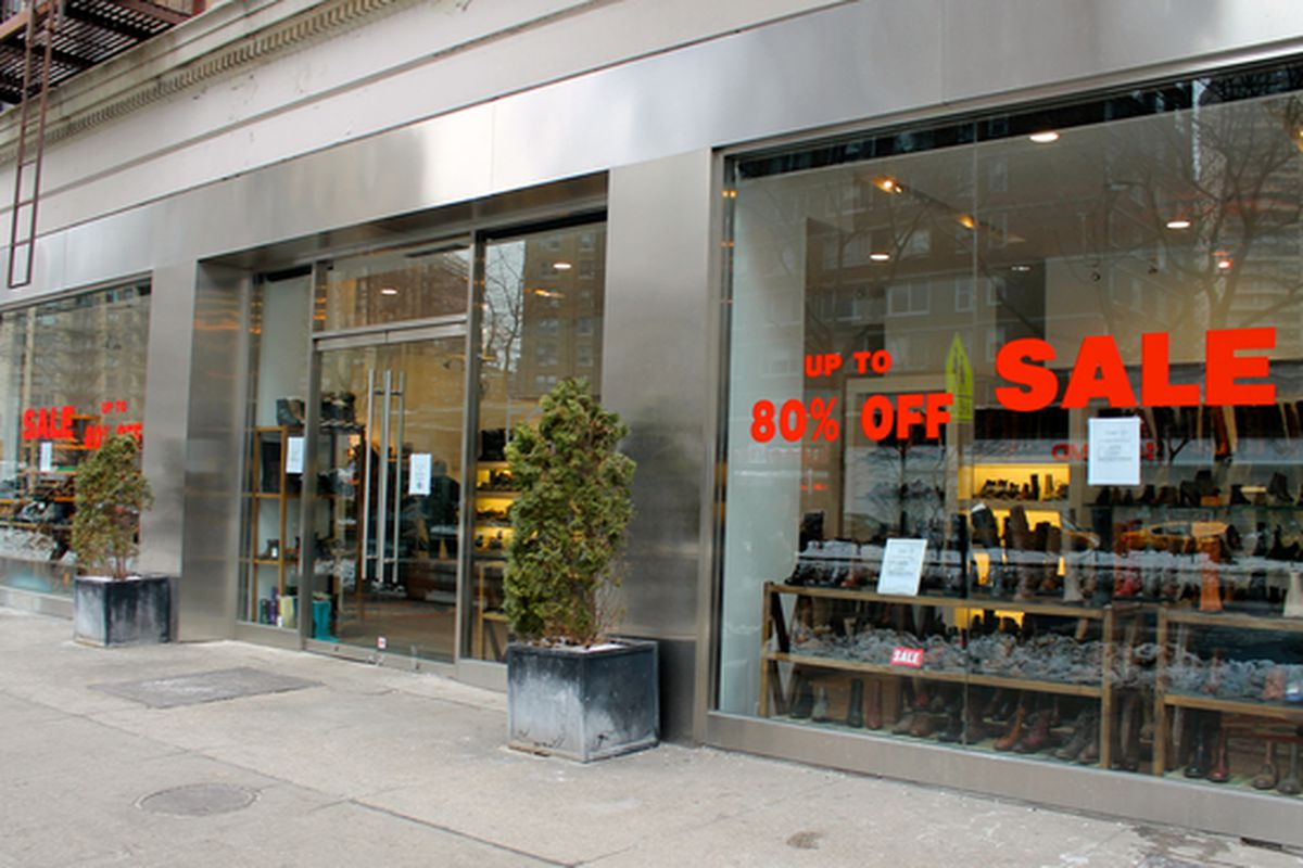 """Photo: <a href=""""http://www.dnainfo.com/new-york/20150129/upper-west-side/tani-shoe-store-space-hits-market-on-uws"""">DNAinfo</a>"""