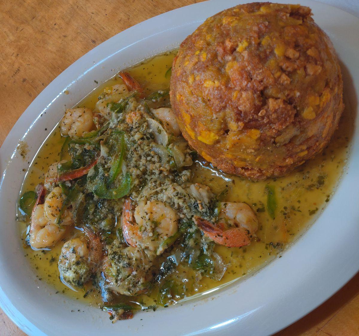 Shrimp in garlic sauce with mofongo from Oriental de Cuba