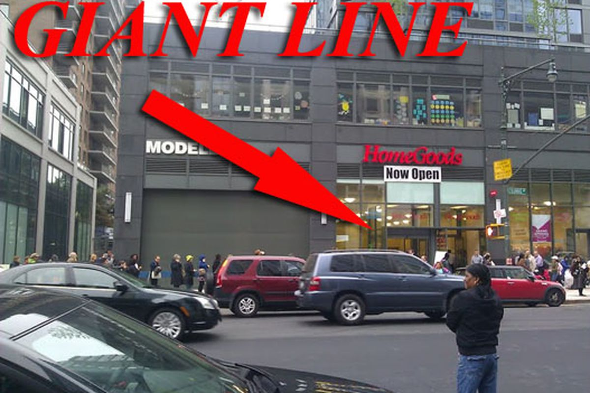 """Shoppers queue up to enter the Upper West Side's new HomeGoods on opening day. Via <a href=""""http://www.flickr.com/photos/j0annie/5751218043/in/pool-312691@N20/"""">jwannie</a>/Racked Flickr Pool"""