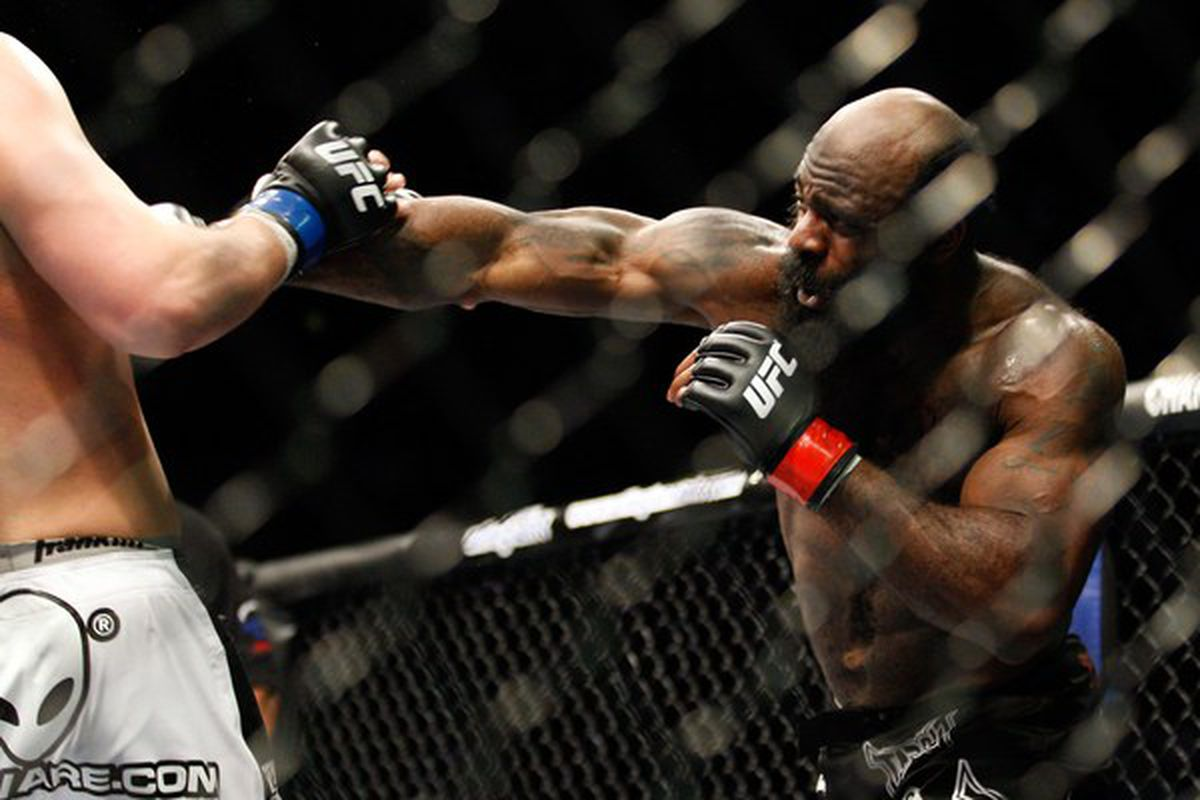 MONTREAL: Kimbo Slice punches Matt Mitrione in their heavyweight bout at UFC 113 at Bell Centre in Montreal, Quebec, Canada.  (Photo by Richard Wolowicz/Getty Images)
