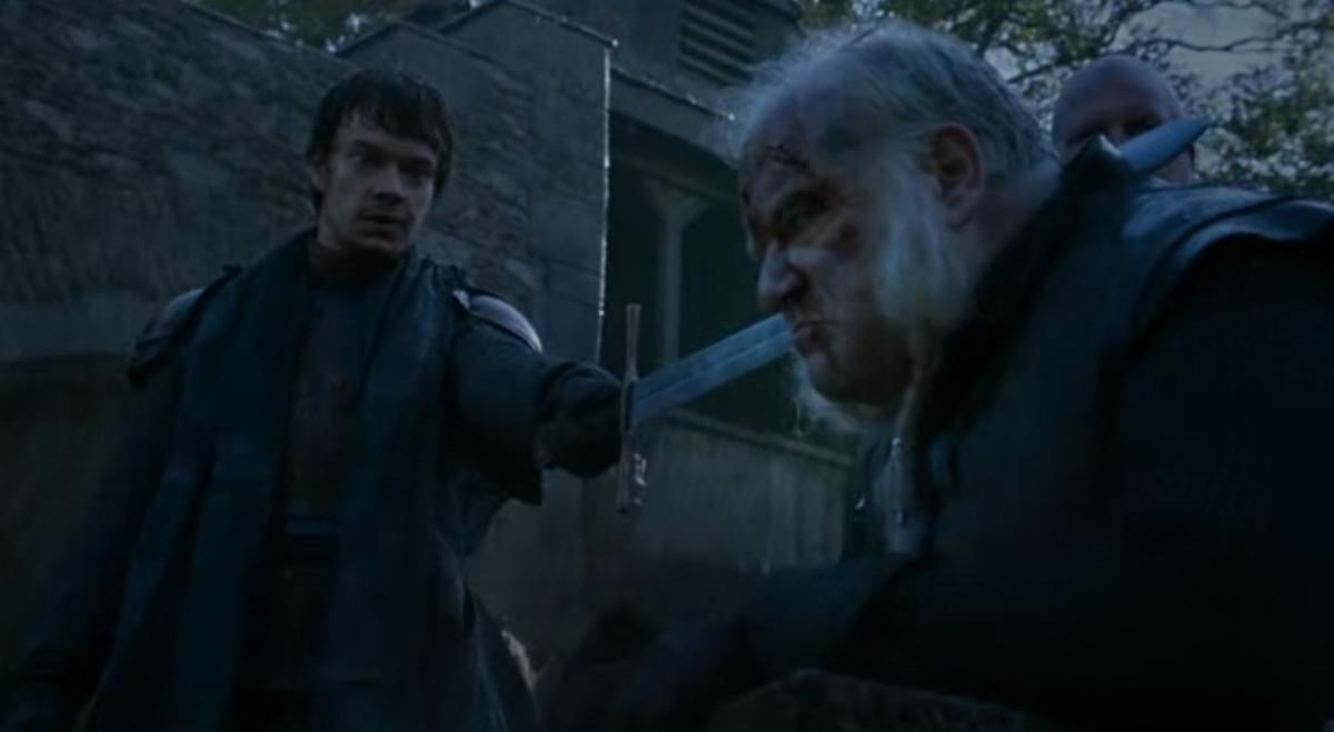 Theon Greyjoy beheads Rodrik