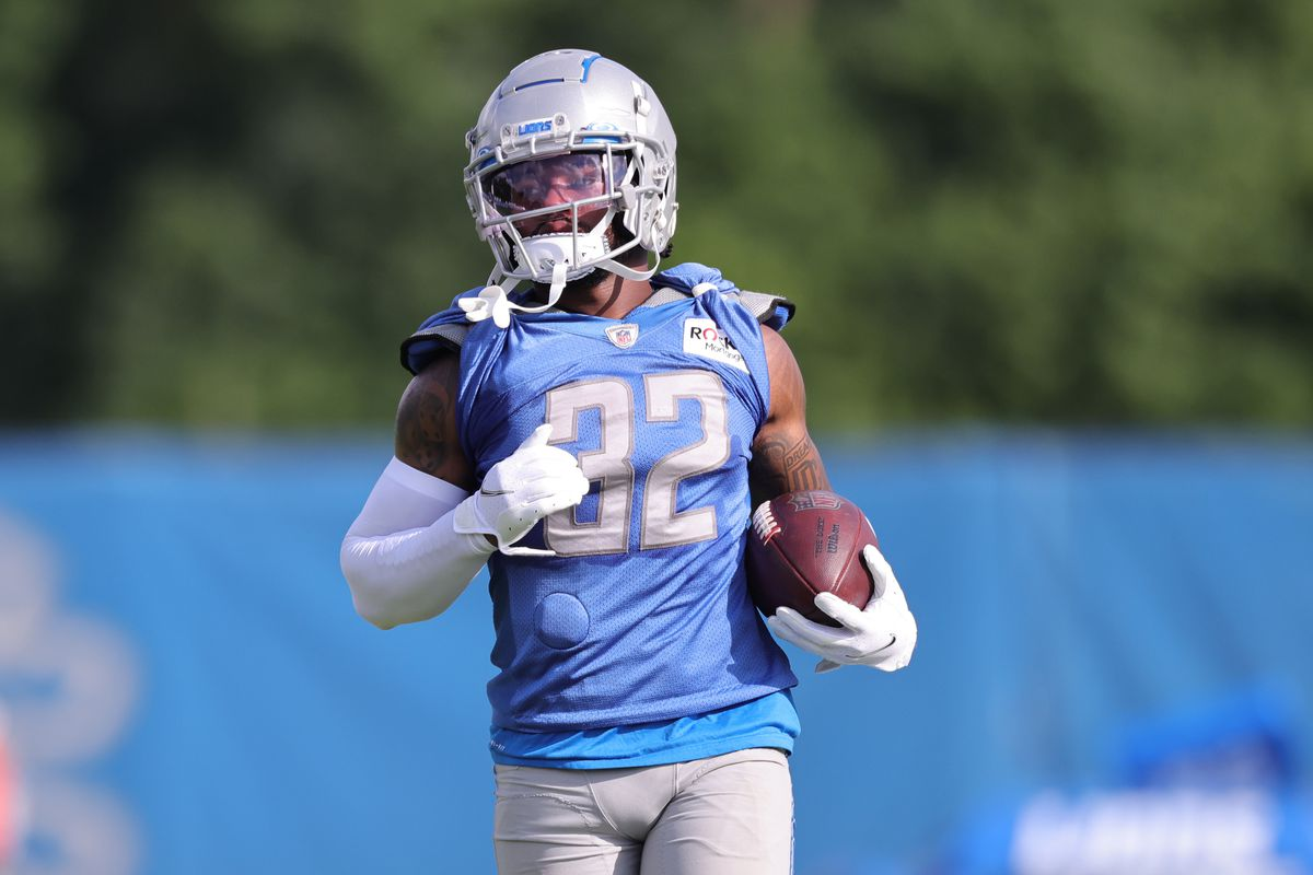 D'Andre Swift #32 of the Detroit Lions runs with the ball during Training Camp on July 30, 2021 in Allen Park, Michigan.