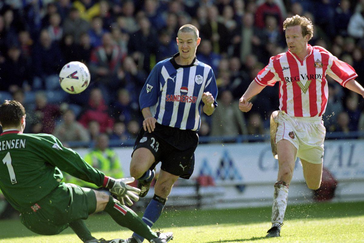 Thomas Sorensen of Sunderland foils Gilles De Bilde of Sheffield Wednesday