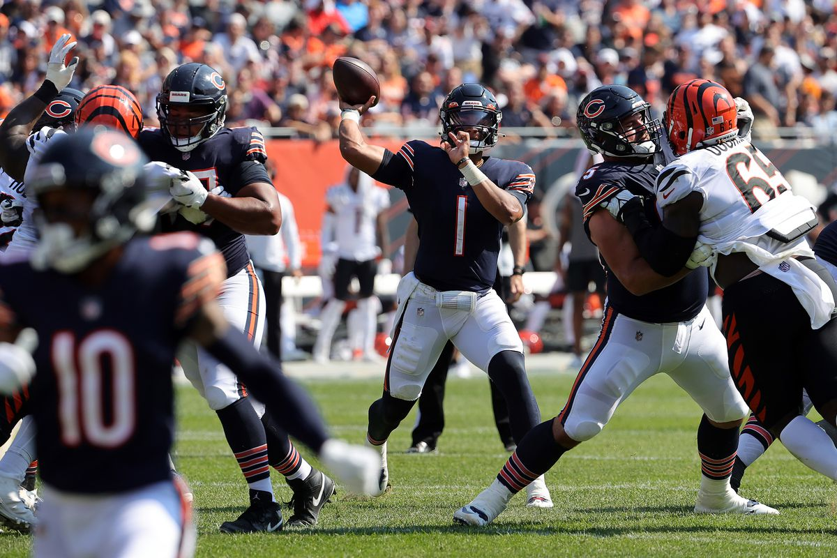Quarterback Justin Fields throws during the Bears' 20-17 victory over the Bengals on Sunday.