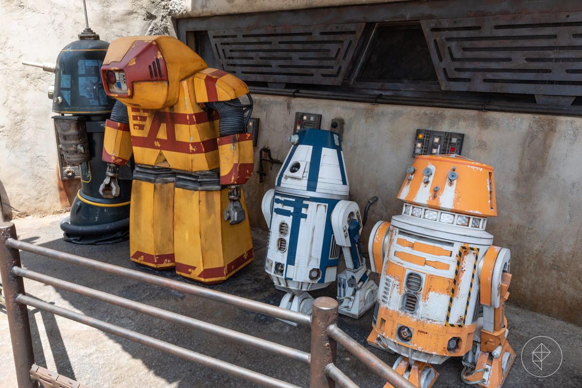 80f7ffedef5 A pair of Trade Federation Army droids inside a shipping container near  Droid Depot at Star Wars: Galaxy's Edge.