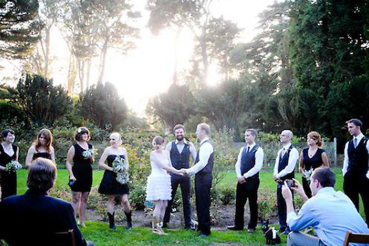 "Photo by <a href=""http://www.bruceforrester.com/"">Jennifer Paschal</a> via <a href=""http://www.7x7.com/wedding-resource/diy-couple-gets-hitched-golden-gate-park#/11"">7x7</a>"