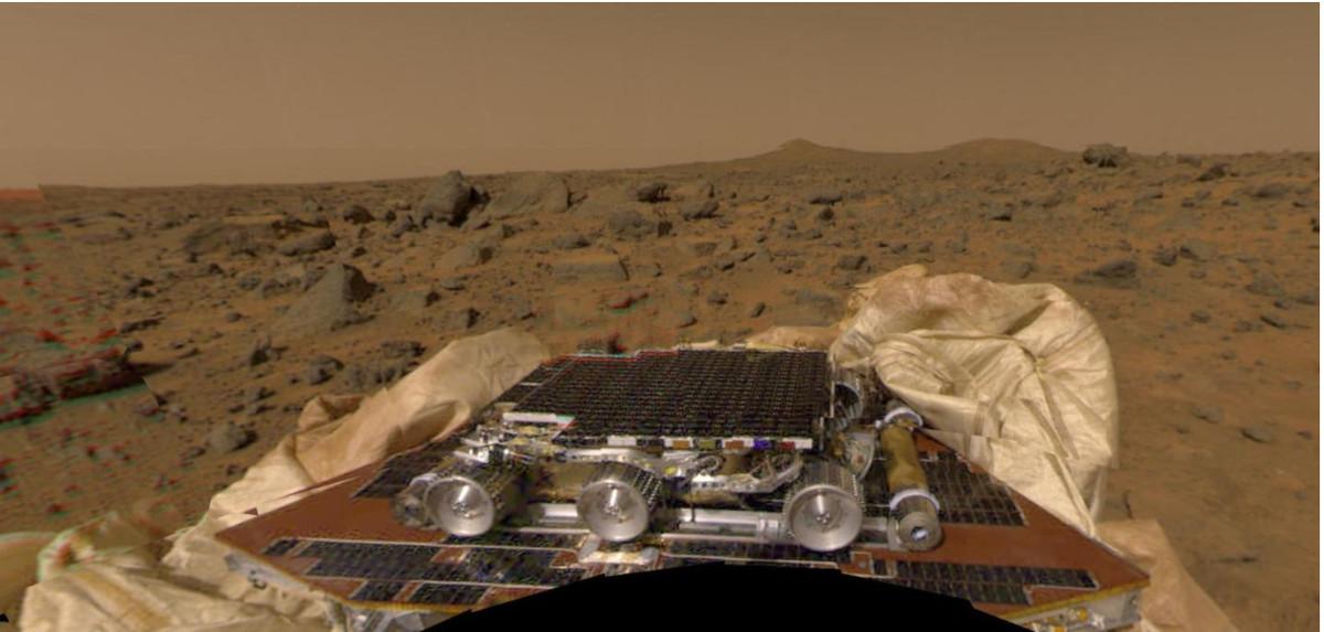 Compiled panorama of NASA Pathfinder on Mars