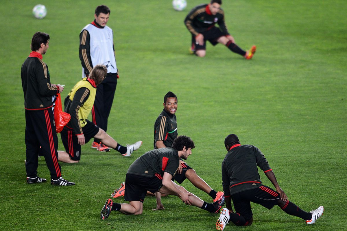 Secret Agent Robinho did a great job of sabotaging Milan's UCL hopes last week, let's hope he hasn't defected back to Milan for tomorrow :)