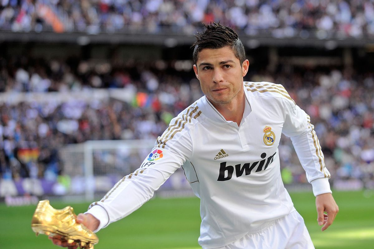 Cristiano Ronaldo Changes His Hairstyle At Halftime Prima Donna