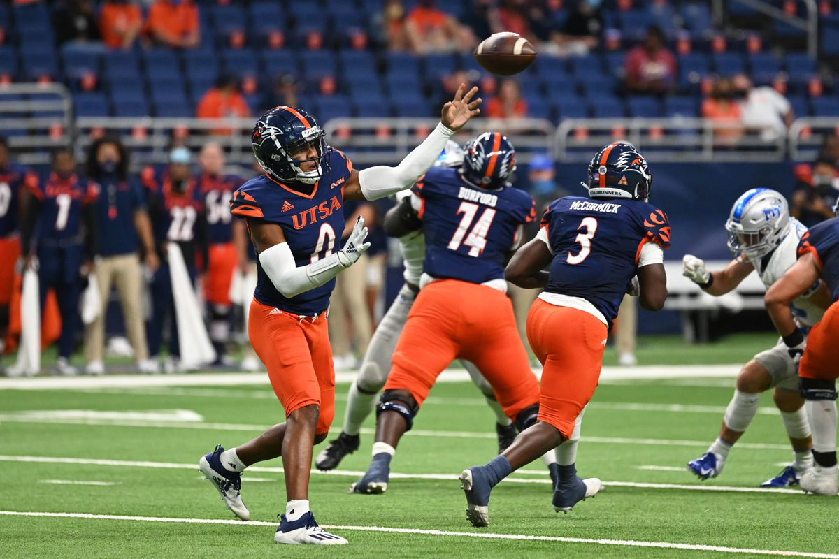 UT-San Antonio Roadrunners QB Frank Harris passes during game featuring the UT-San Antonio Roadrunners and the Middle Tennessee State Blue Raiders on September 26, 2020 at the Alamodome in San Antonio, Texas.