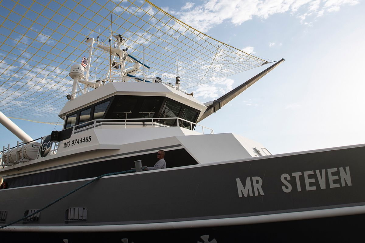 SpaceX's boat for catching rocket parts is now sporting a