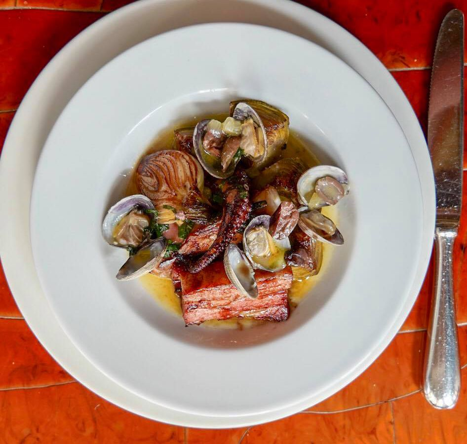 From above, a dish of mixed seafood in broth