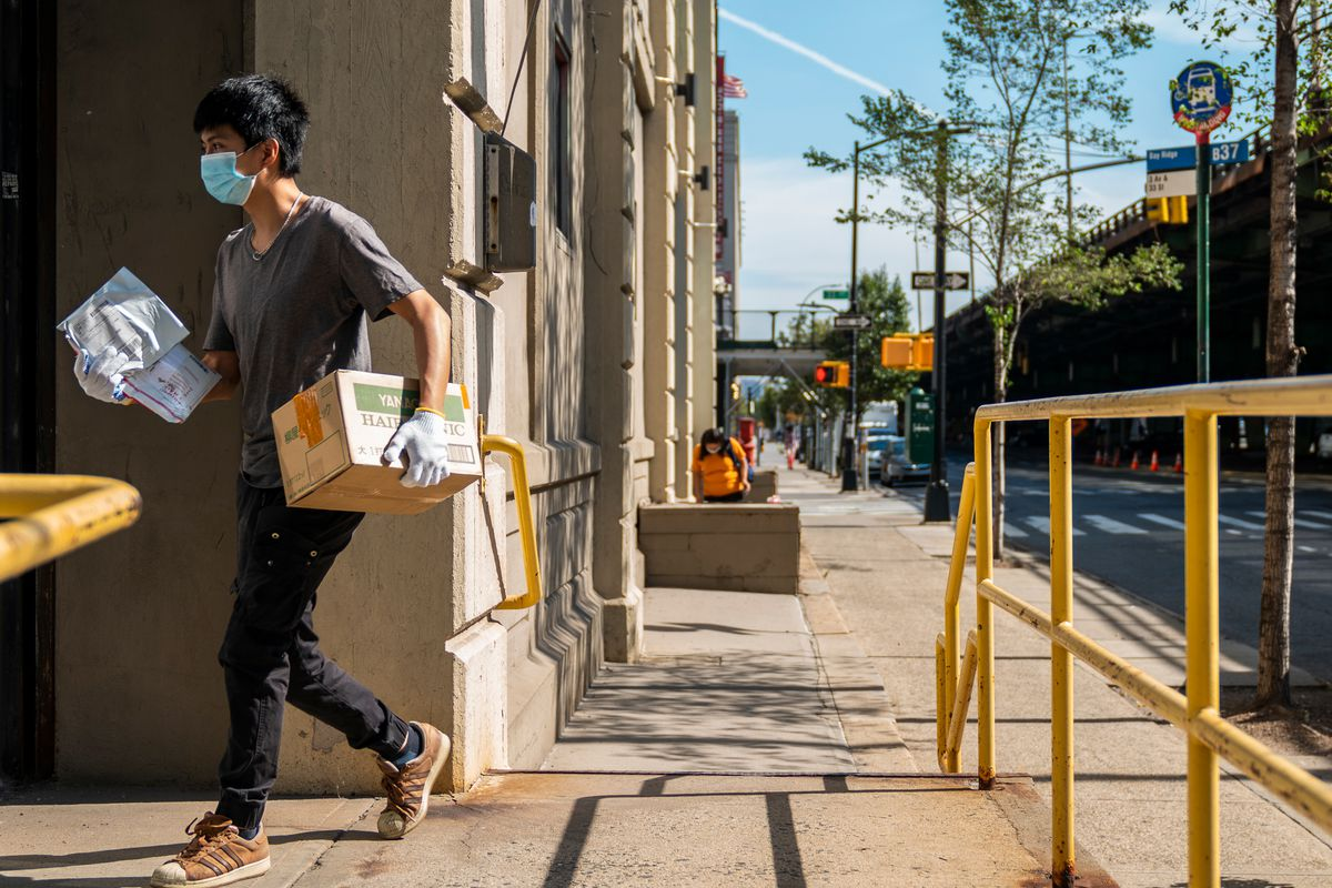 Locals dropped off packages at the USPS branch in Sunset Park's Industry City, Aug. 21, 2020.