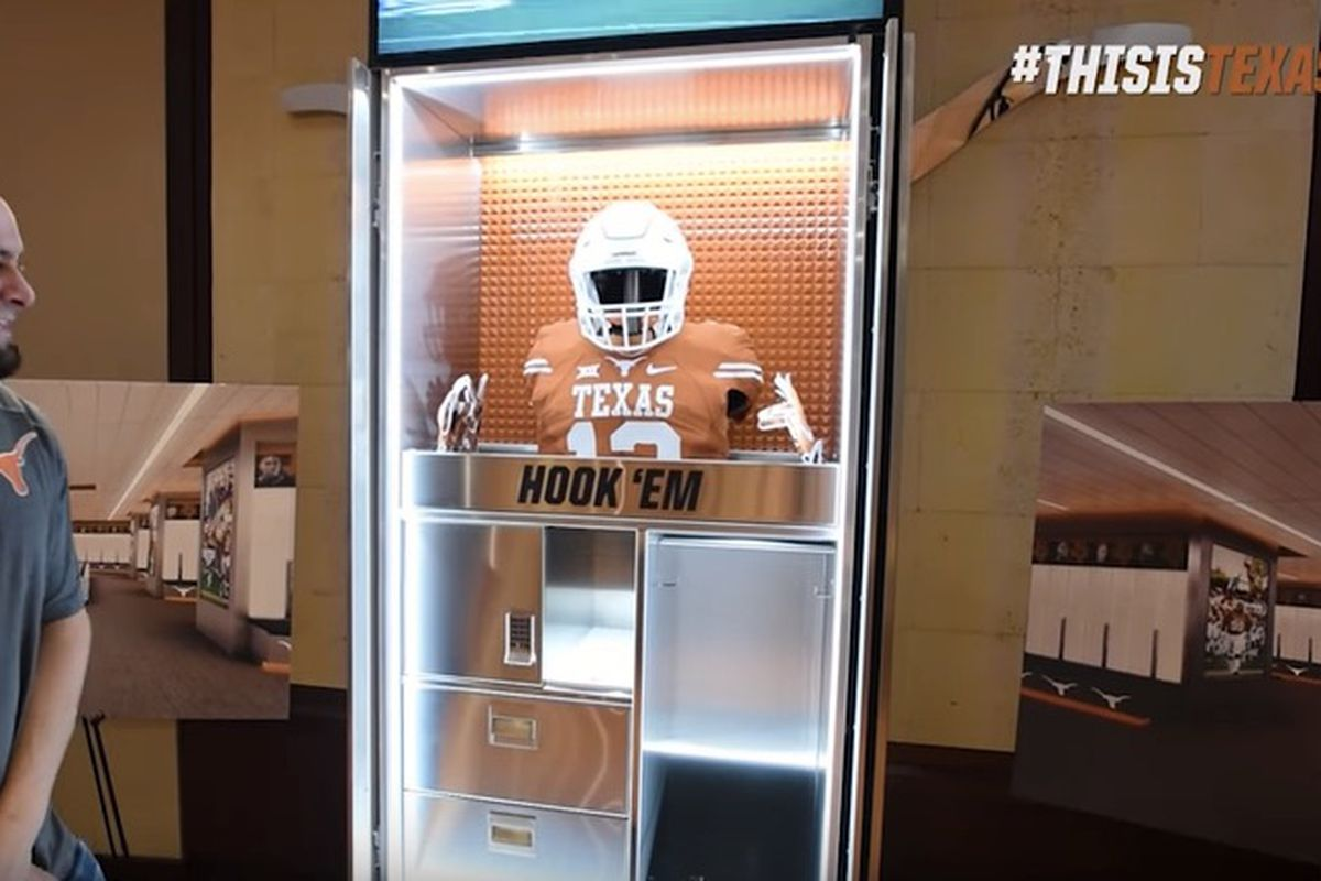 Look Texas Players See New Locker Room For First Time