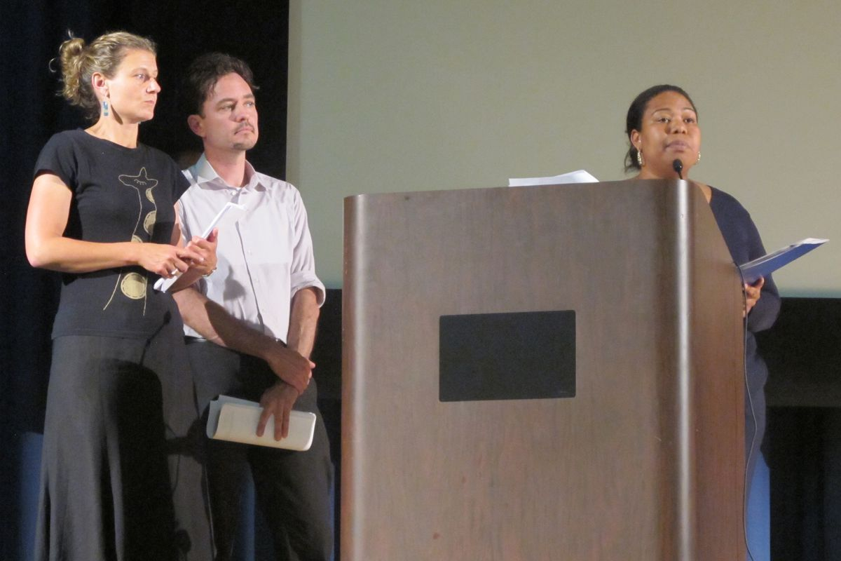 Elected parent leaders in District 15 presented a resolution Thursday that called on City Council members and the Department of Education to prioritize diversity in schools.