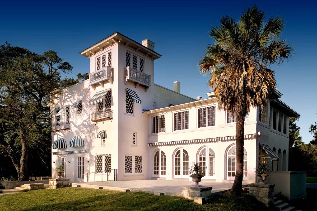 Villa-style building, pinkish