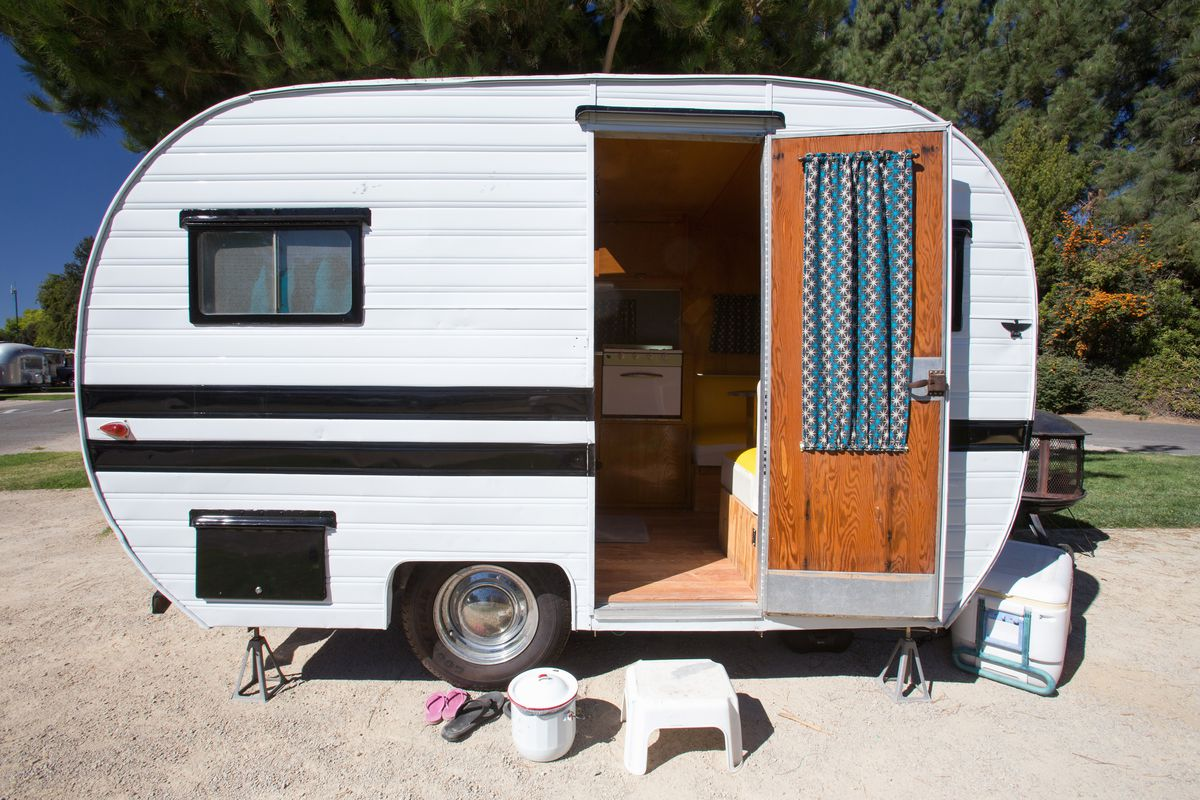 best vintage campers 5 for sale right now curbed. Black Bedroom Furniture Sets. Home Design Ideas