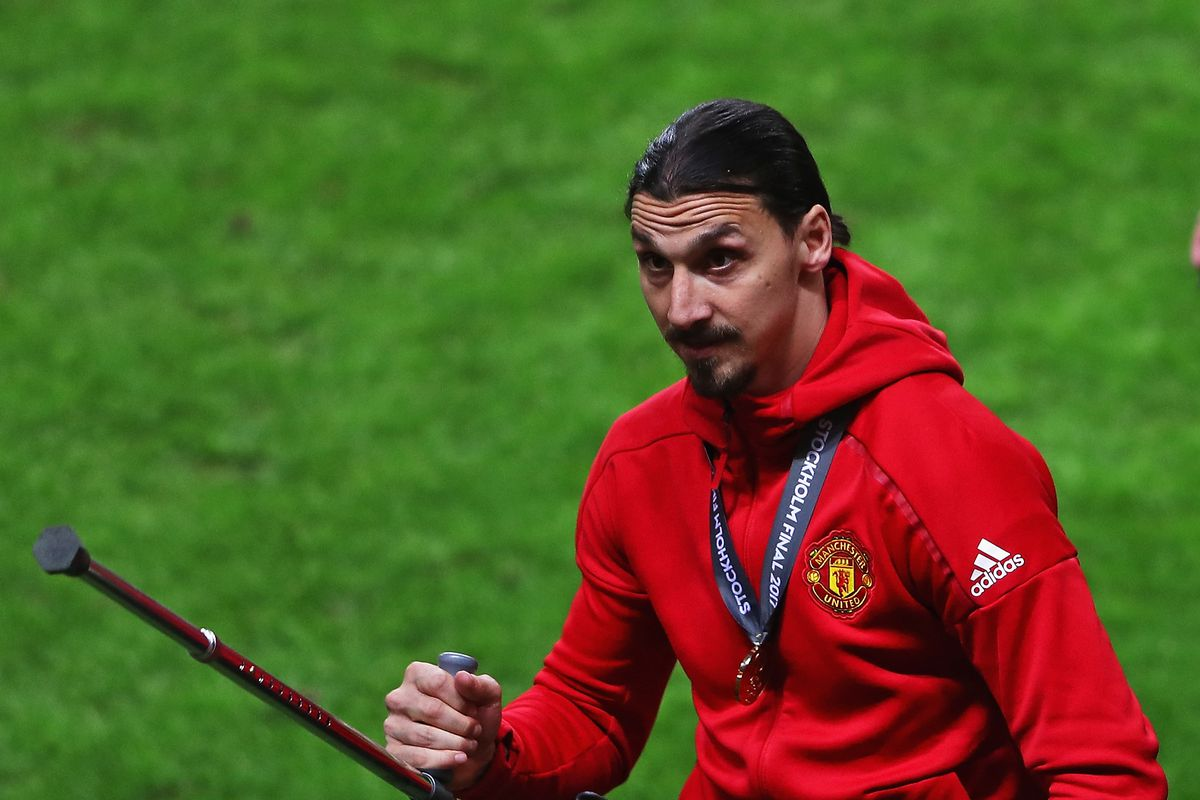 Zlatan Ibrahimovic to sign new contract at Manchester United The