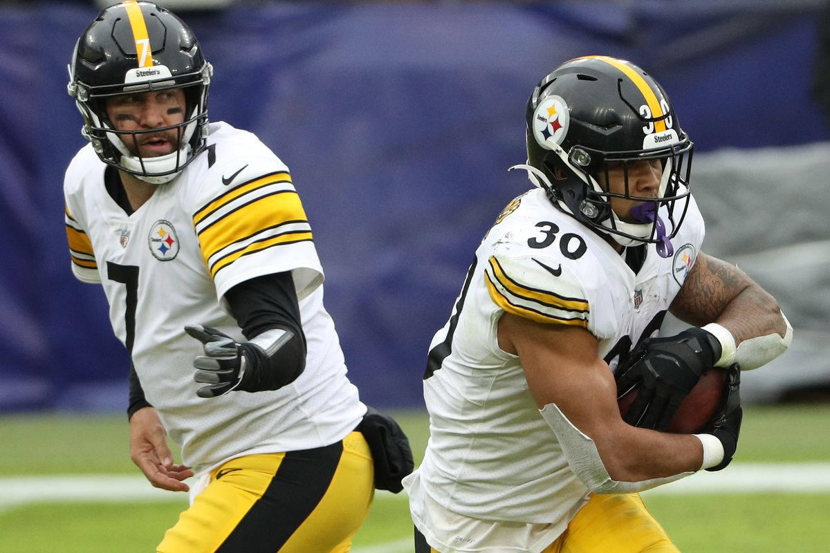 Quarterback Ben Roethlisberger #7 of the Pittsburgh Steelers hands-off to running back James Conner #30 against the Baltimore Ravens at M&T Bank Stadium on November 01, 2020 in Baltimore, Maryland.