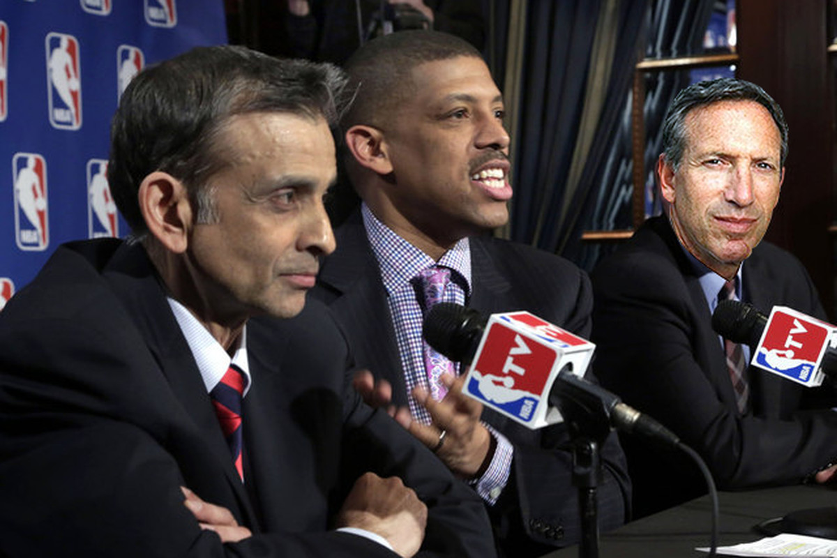 Vivek Ranadive, Kevin Johnson and Howard Schultz announcing their deal today at their press conference.