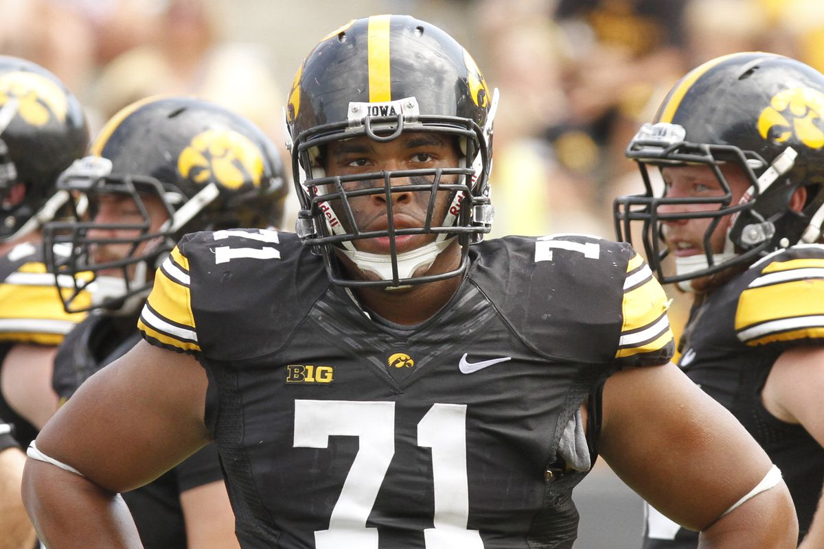 There really aren't that many pictures of Carl Davis in the world. DL get no love, man.