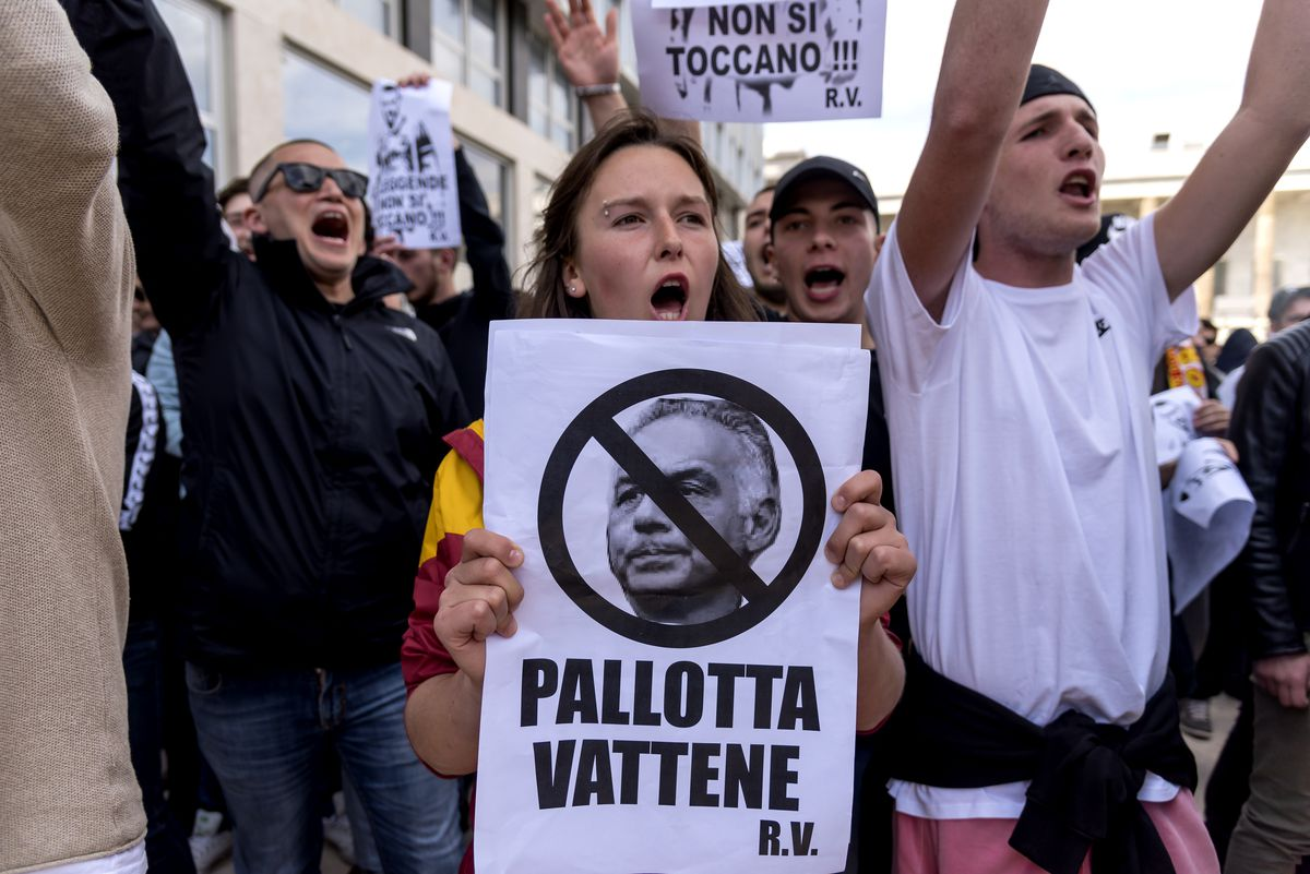 A.S. Roma Fans Protest Against Club President