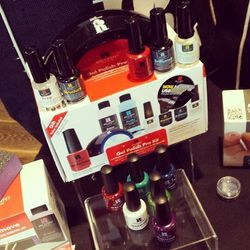 Red Carpet Manicure gifted guests with LED gel kits, not that celebs do their own nails anyway.
