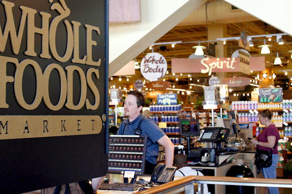 "Photo via <a href=""http://www.slashfood.com/2010/01/28/whole-foods-offers-steeper-discounts-to-leaner-employees/%22"">Slash Food</a>"